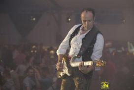german-octoberfest-band-gaudiblosn gitarre